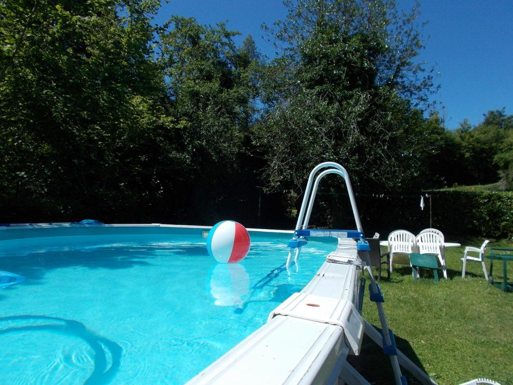 Accès libre piscine en été